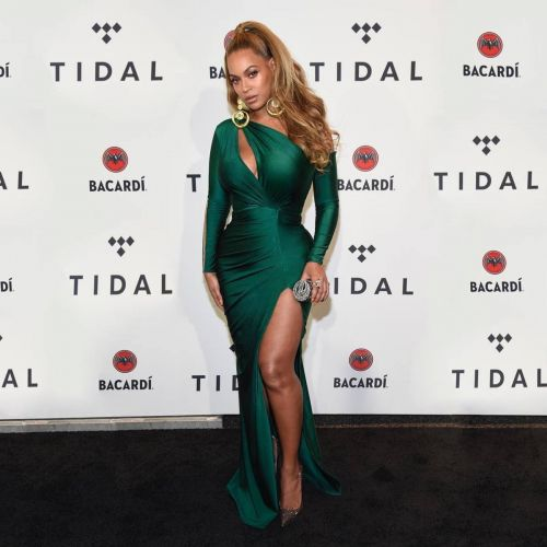 Beyoncé's Look Last Night Had Us Wondering, Once Again, If She Is Human