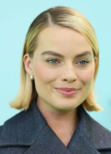 Margot Robbie Makes A Case For Glitter Eye GlossIt's equal
