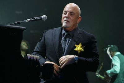 Billy Joel Wears Yellow Star of David Onstage Post-Charlottesville