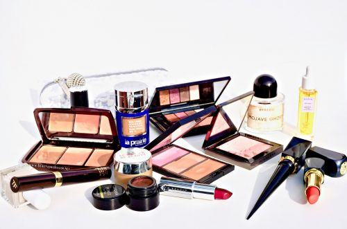 Special Edition: A Holiday Gift Guide.Beauty + Style Galore