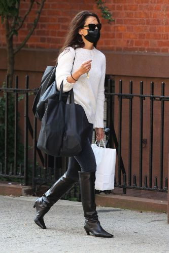 Katie Holmes Wore the Boot Trend Fashion People Prefer With Skinny Jeans