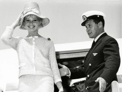 5 Elegant Airport Outfits From Grace Kelly, Brigitte Bardot, and More