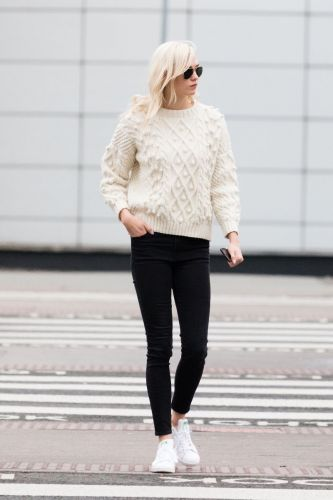 Karlie Kloss Swears By These Skinny Jeans