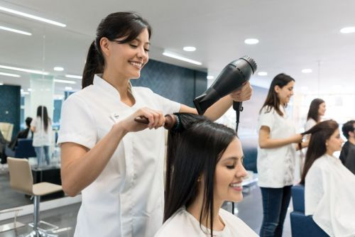 How Stylists Can Manage Coworkers, Clients and Brands
