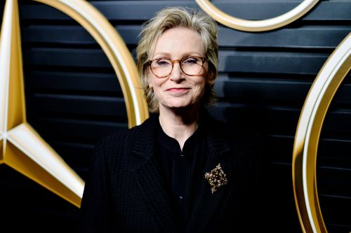 Jane Lynch to host 'Weakest Link' game show revival