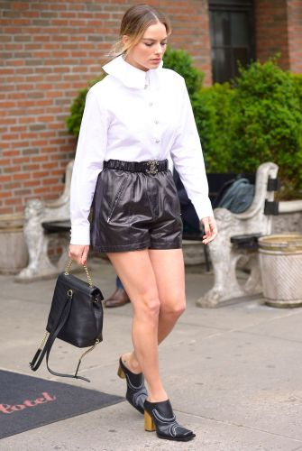 If I Went Spring Shopping With Margot Robbie, I'd Suggest These 6 Basics