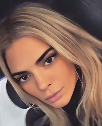 Kendall Jenner reveals new blonde hair at LFW