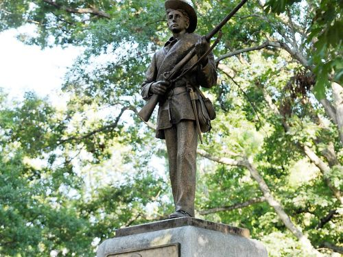 Students At UNC-Chapel Hill Topple Silent Sam Confederate Statue