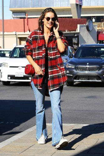 This Polarizing Denim Trend Is Giving Your Skinny Jeans Some Competition