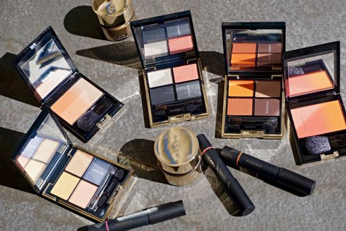 The SUQQU Extra Rich Glow Foundation and Holiday 2018 Collection on Location