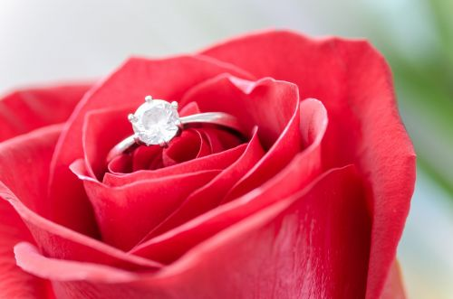 5 Engagement Ring Trends Dazzling Soon-to-Be Brides in 2021
