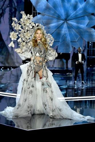 All of the Best Looks from the 2017 Victoria's Secret Fashion