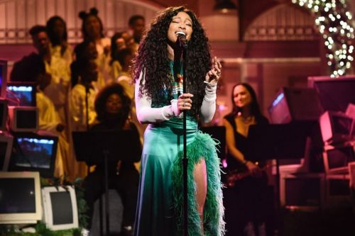 "SZA Makes 'SNL' Debut With ""The Weekend"" And ""Love Galore"" Performances"