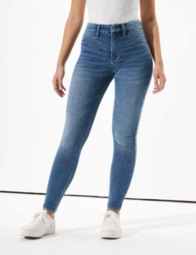 The 10 Best High-Waisted Jeans To Add To Your Fall Wardrobe
