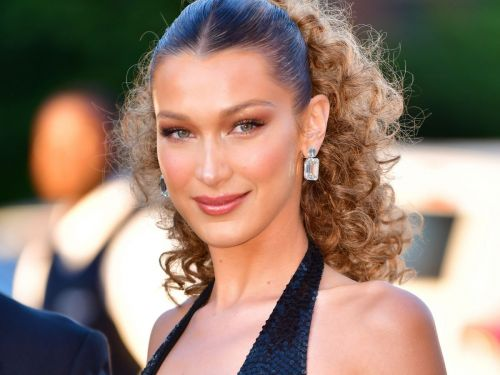 """Bella Hadid Just Went """"Boho Blonde"""" For Summer - & Looks Just Like Her Sister"""