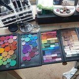 This Woman Spent 20 Hours Depotting Over 200 Eye Shadows Into 1 Rainbow Palette