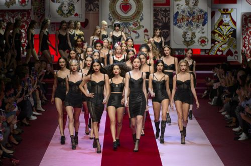 Dolce & Gabbana's Queens of Hearts Were a Sparkly Feast for the Eyes
