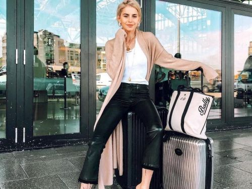 15 Perfect Outfits for Traveling During the Holidays